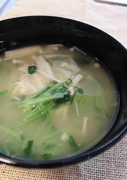 豆苗とえのきの味噌汁