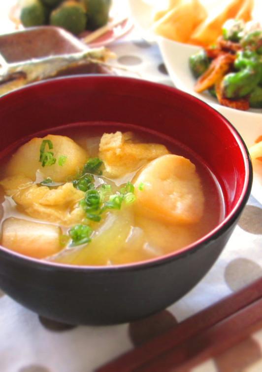 玉ねぎと麩の味噌汁