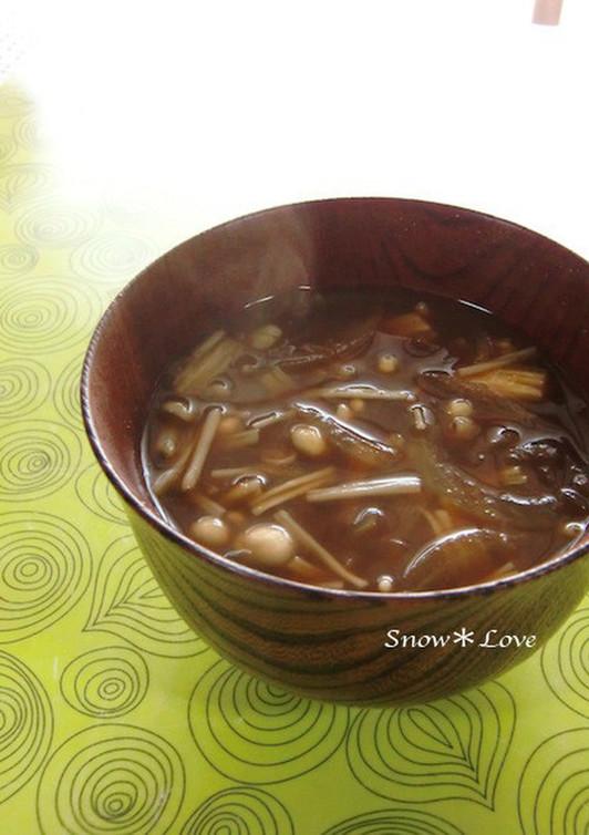 玉ねぎとえのき茸の味噌汁