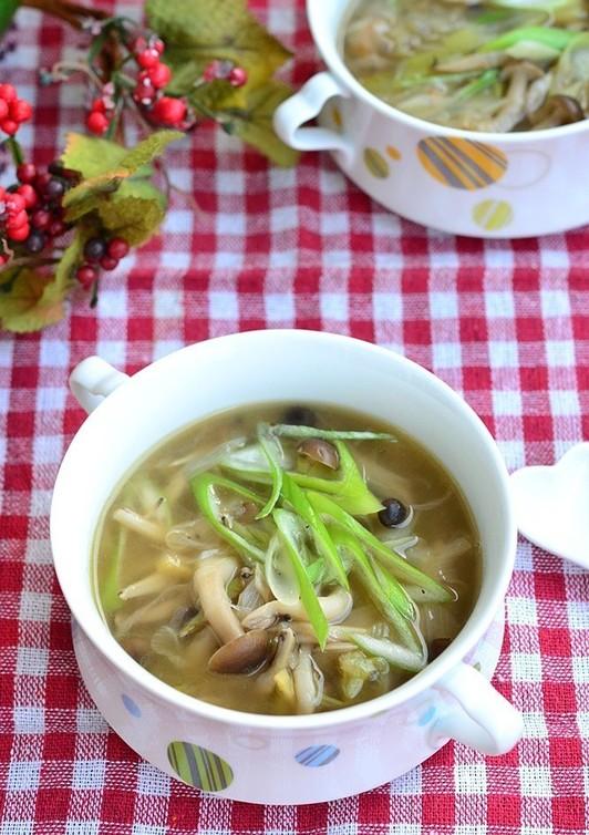 香味野菜が香る きのこのスープ