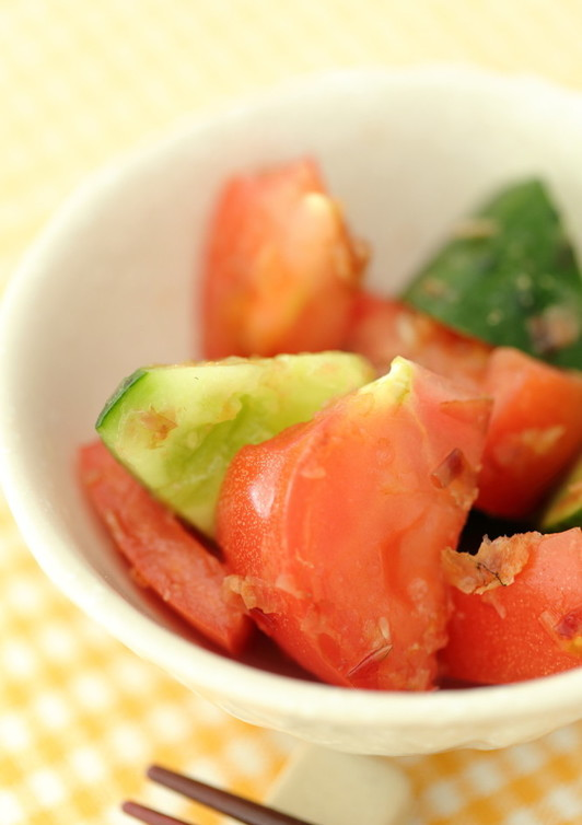 簡単に1品 トマトと胡瓜のおかか和え