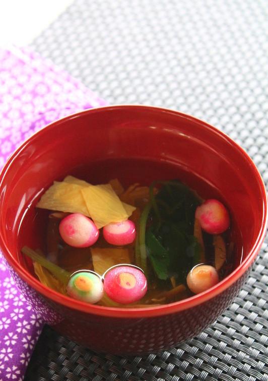 じゅん菜と湯葉のすまし汁