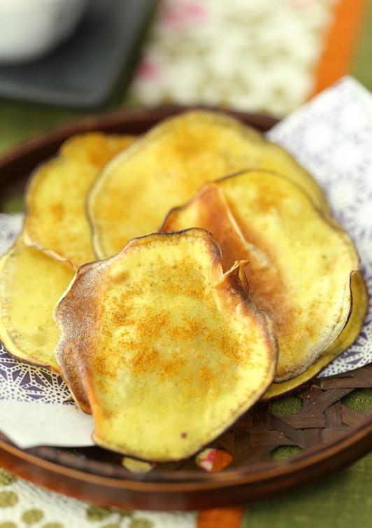 ピリっとカレー味のカリカリさつま芋