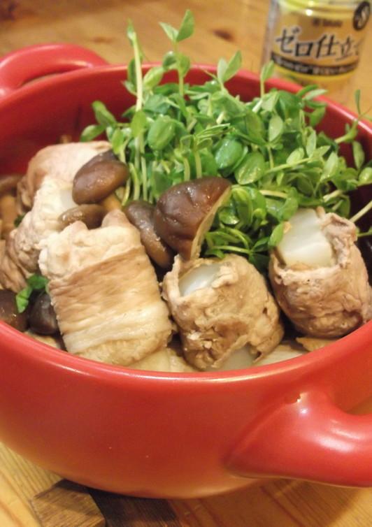 肉巻きこんにゃくと豆苗のレモンめんつゆ鍋