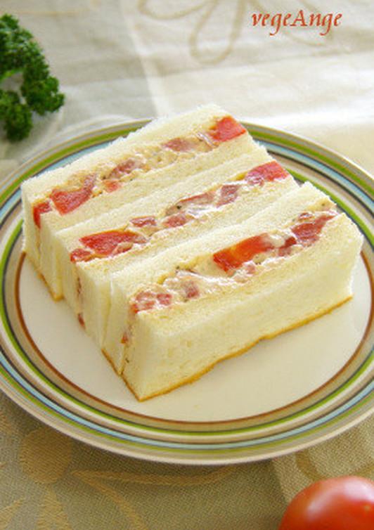 トマトとツナのサンドイッチ