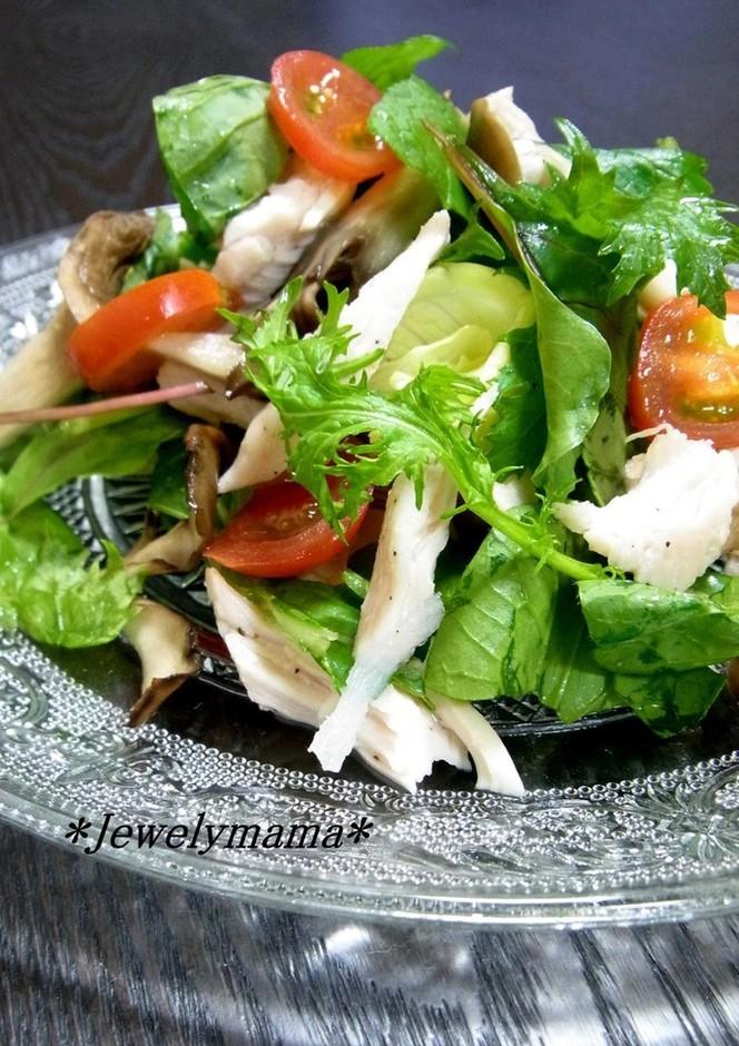 ジューシー蒸し鶏と焼ききのこのサラダ