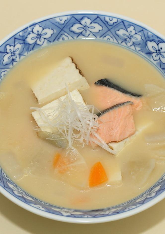 鮭と野菜の栄養たっぷり粕汁