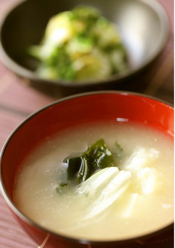 ジャガイモ・玉葱・わかめの具沢山お味噌汁