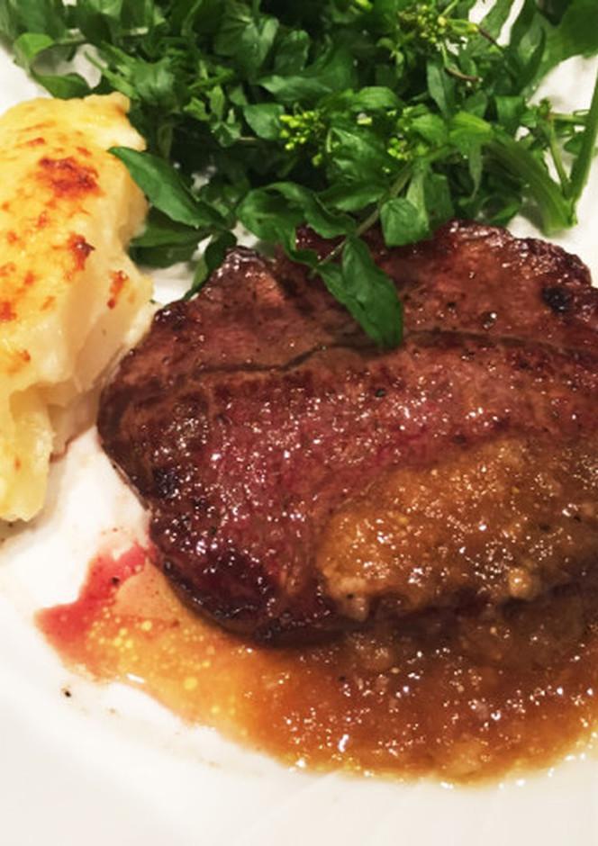 牛もも肉のステーキ おろし玉ねぎソース