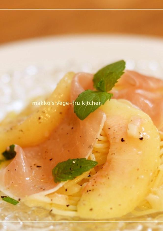 桃と生ハムの冷製パスタ