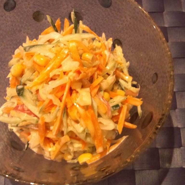 たっぷり千切り野菜のサラダ