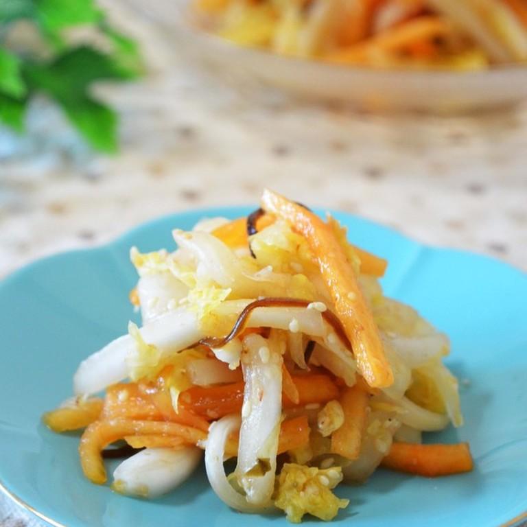 柿と白菜の塩こんぶサラダ