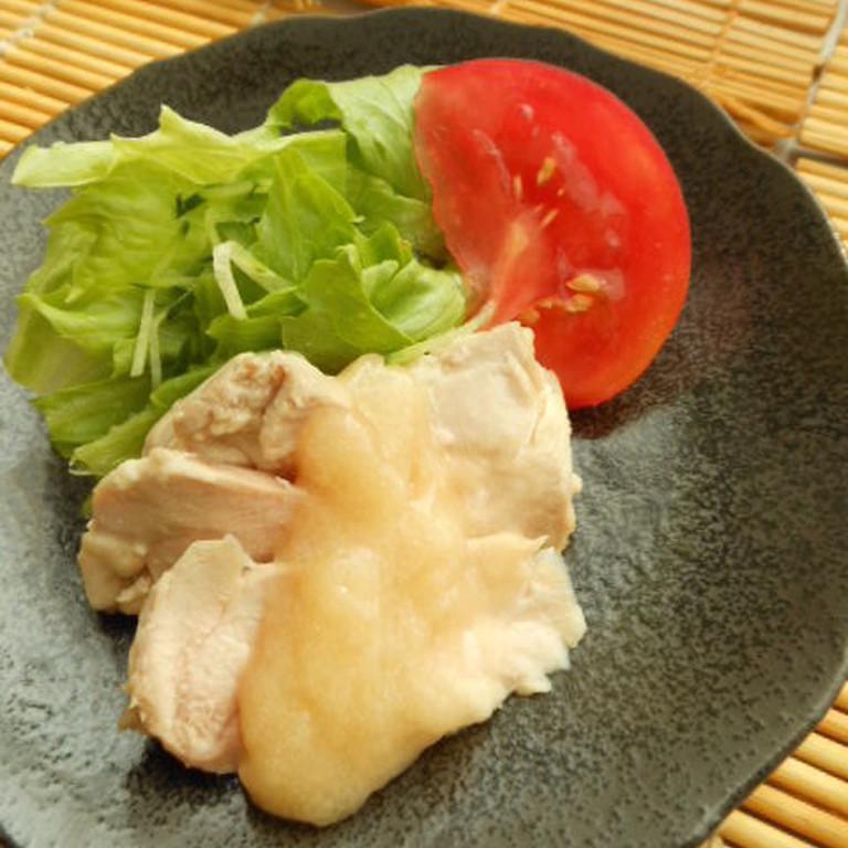 蒸し鶏の味噌かけ