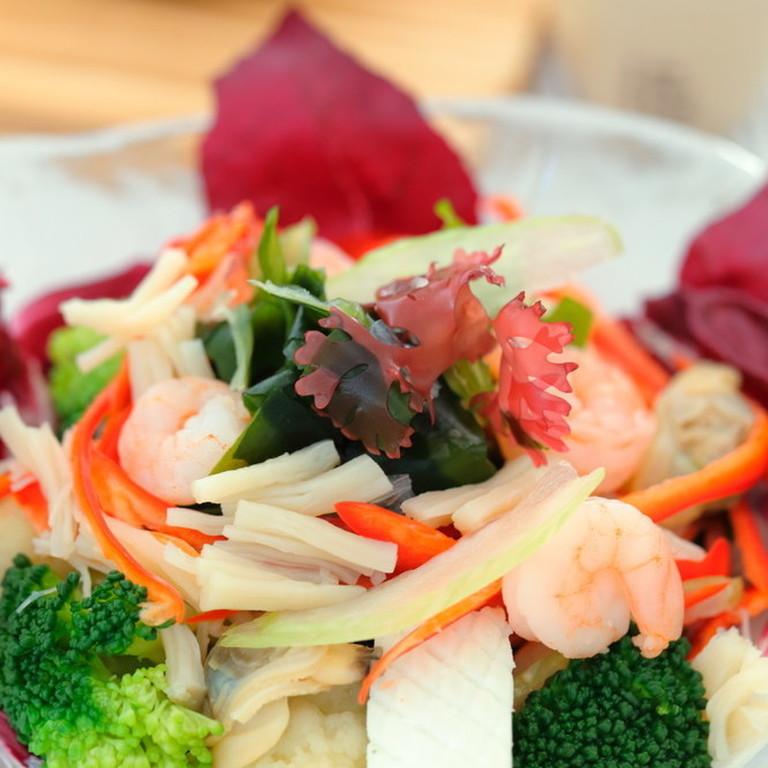 シーフードと彩り野菜の具沢山サラダ✧
