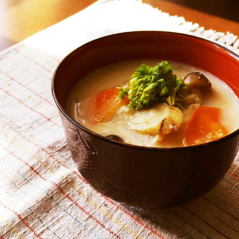 温まる おろし蓮根と根菜の白いお味噌汁