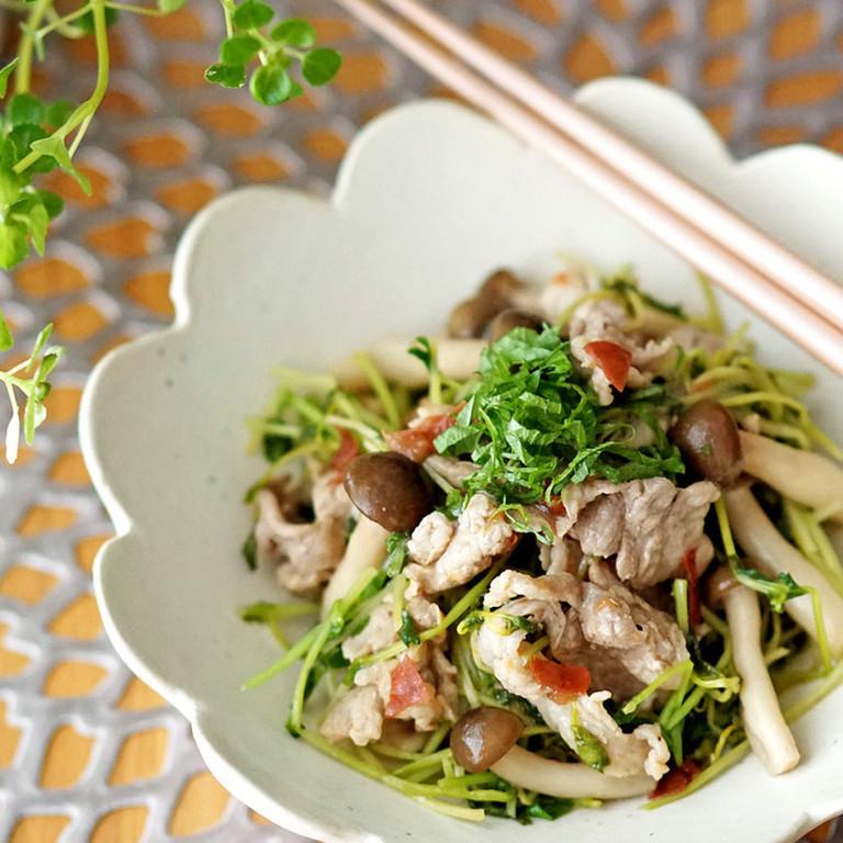 豚肉と豆苗の梅ぽん炒め