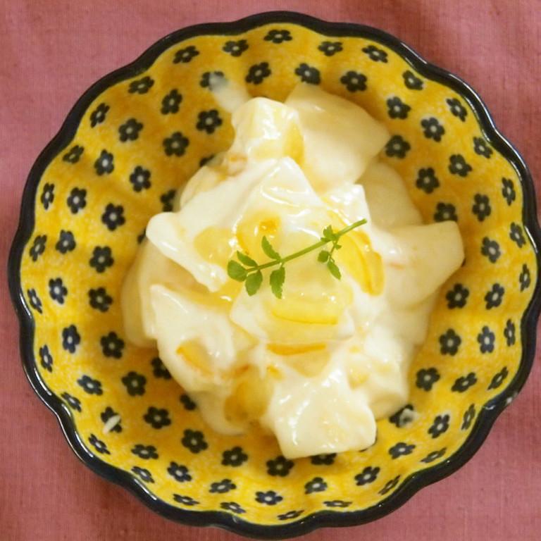 柚子茶で林檎ヨーグルトサラダ