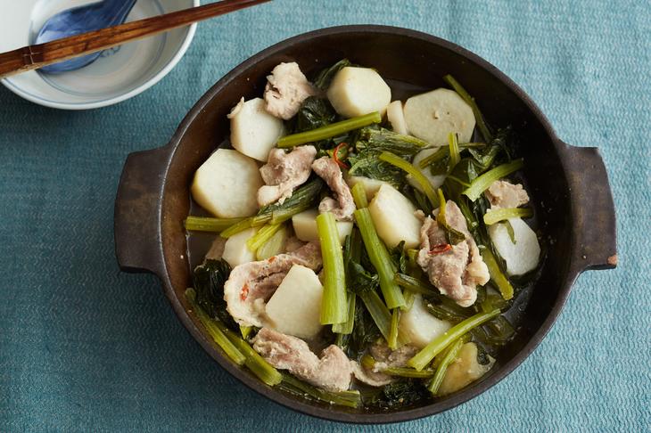 豚肉・里いも・小松菜のにんにくみそ蒸し鍋